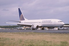 48ae - Continental Airlines Boeing 737-800; N34222@SXM;03.02.1999 (Aero Icarus) Tags: avion plane aircraft flugzeug slidescan princessjulianainternationalairport saintmartin