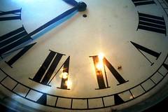 Time - antigo relgio de estao da Estrada de Ferro Santos Jundia (marcusviniciusdelimaoliveira) Tags: relgio tempo ponteiros nmeros vidro estradadeferro ferrovia estao paranapiacaba