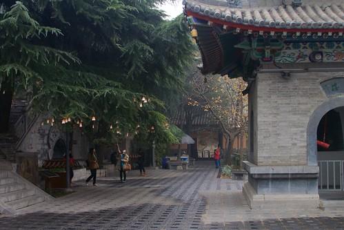 Bell tower (钟楼, zhōnglóu)
