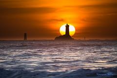 Soleil couchant (Ronan Follic) Tags: sea mer lighthouse seascape france landscape bretagne paysage phare finistere pointeduraz