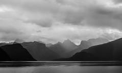 Romsdalsfjord IV (Teelicht) Tags: cruise mountains norway norge norwegen berge fjord vestlandet møreogromsdal kreuzfahrt moldefjord platinumheartaward