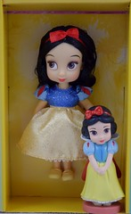 Disney Animators' Collection Deluxe Figure Playset Versus 15-Piece Mini Doll Set (Opened) - Deboxed - Snow White - Full Front View (drj1828) Tags: us disneystore 2016 disneyanimatorscollection minifigure playset disney princess purchase deboxed minidoll disneyland snowwhite