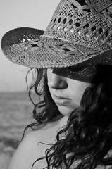 Alma (Loida CriadoMore) Tags: white draft nature sea person picturehat picture hat handkerchief foam yearning feeling beach peace tranquility airelibre aire libre blancoynegro blackandwhite bn loidacriadomore