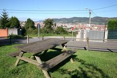 La Manjoya (Jusotil_1943) Tags: lamanjoya oviedo bench banco madera cables