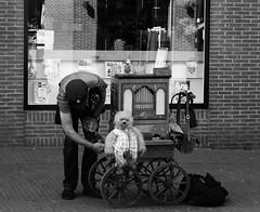 Street Organ, Hoorn (Miranda Ruiter) Tags: barrelorgan streetorgan monkey streetartist hoorn