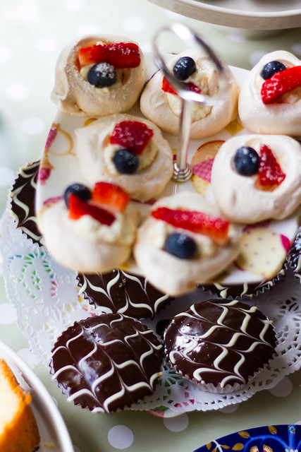 Cupcakes and meringues