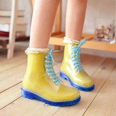 รองเท้าบูทใส กันฝนแบบพลาสติกดีไซน์เยลลี่แฟชั่นเกาหลีสวยใหม่ นำเข้า ไซส์35ถึง39 - พรีออเดอร์RB2237 ราคา1380บาท รูปแบบมาร์ตินแบบน่ารักเหมาะสำหรับวัยรุ่น แนะนำสวมใส่คู่กับถุงเท้าแบบสีดีไซน์น่ารักๆก็จะช่วยเปลี่ยนดีไซน์ตามที่ต้องการได้สวยหลากสีสัน รองเท้าบูทแฟ
