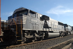 NS SD60E 6919 (tjtrainz) Tags: chicago ex up shot pacific ns union norfolk southern electro motive division northwestern helm rebuilt leasing roster emd cnw 6919 hlcx sd60e