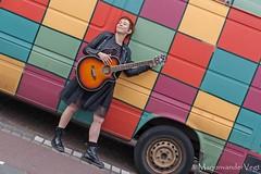 kleur (LadyLove1967) Tags: scheveningen rodebaret fotoshoot gitaar mooiedame boot grafity kleur