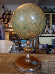 P1070468 (der_schroeder) Tags: die erde klinger globus