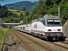 252 (firedmanager) Tags: train tren locomotive locomotora ferrocarril renfe talgo trena 252 trenhotel railtransport renfeoperadora surexpreso