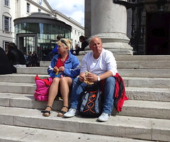 Lunching outside Saint Martin-in-the-Field (Snapshooter46) Tags: people london saintmartininthefield steps relaxing sitting marriedcouple lunching snacking