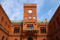 Koobrzeg town hall (Krzysztof D.) Tags: pomorskie pomorze koobrzeg polska poland polen architecture architektura ratusz city cityhall red brick cega czerwona