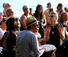 Stanley Park 3rd Beach Drum Circle 2016 09 (richardjack57) Tags: stanleypark3rdbeachdrumcircle vancouver lowermainland britishcolumbia people drum canon canoneos6d canonzoom70200mm zoomlens