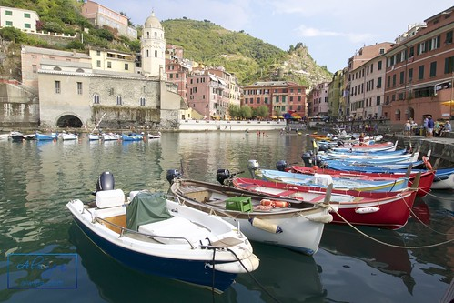 """Cinque terre - Vernazza • <a style=""""font-size:0.8em;"""" href=""""http://www.flickr.com/photos/104879414@N07/29614583234/"""" target=""""_blank"""">View on Flickr</a>"""