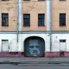 Daddy (leaWOWtesla) Tags:   godfather moscow russia streetart art man door street
