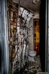 La toilette chimique (Abandoned Rurex World.) Tags: urban abandoned canon mtl quebec decay montreal exploration mga 1022mm qc hdr refuge ue urbex urbaine 2015 70d explored