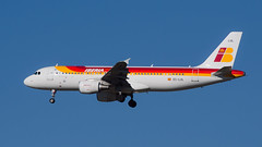 Arrival MAD Rwy 32L (cumulogranitus) Tags: airbus iberia lemd a320216 eclul