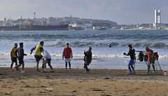 Bastiagueiro 150323 (Alberto Segade) Tags: nikon surf barco playa surfing galicia deporte nikkor fútbol mera oleiros acoruña bastiagueiro atraque nikkorzoomlens remolcadores nikond300 nikon80200afs sertosa albertosegade mraquarius