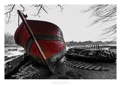 Epave au Bono (Antoine Moutiers) Tags: sea mer france boat brittany europe bretagne shipwreck bono wreck bateau morbihan selectivecolor pave lebono epave couleurslective