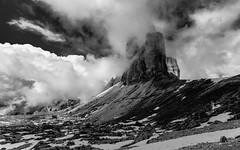 mysterious summit (++sepp++) Tags: dolomiten auronzodicadore venetien italien it italy italia landschaft landscape dreizinnen trecimedilavaredo bw blackwhite monochrom einfarbig sw schwarzweis wolken clouds dolomites dolomiti