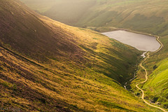 Walking amongst giants (David Raynham) Tags: saddleworthmoor greenfield reservoir peakdistrict trinnacle light hills water humans people scale walking hiking climbing photography nikon d750 sigma50mmf14art leefilters 06ndsoftgrad