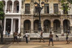 bullies (Flapweb) Tags: havana lahabana cuba street bully