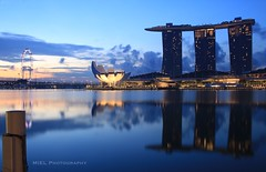 Waiting for the Sun (Miel Photopgraphy) Tags: sunrise singapore marinabay singaporeflyer marinabaysands bluehour leefilters littlestopper