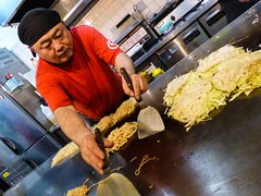 Okonomiyaki Ninja (Douguerreotype) Tags: candid people hiroshima japan food
