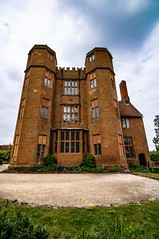 Kenilworth Castle Gatehouse (21mapple) Tags: kenilworth kenilworthcastle castle gatehouse englishheritage england eh canon750d canon canoneos750d canoneos clouds windows sky blue