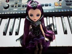 Raven no teclado (Brookie Raccoon) Tags: high queen after raven ever everafter ravenqueen everafterhigh