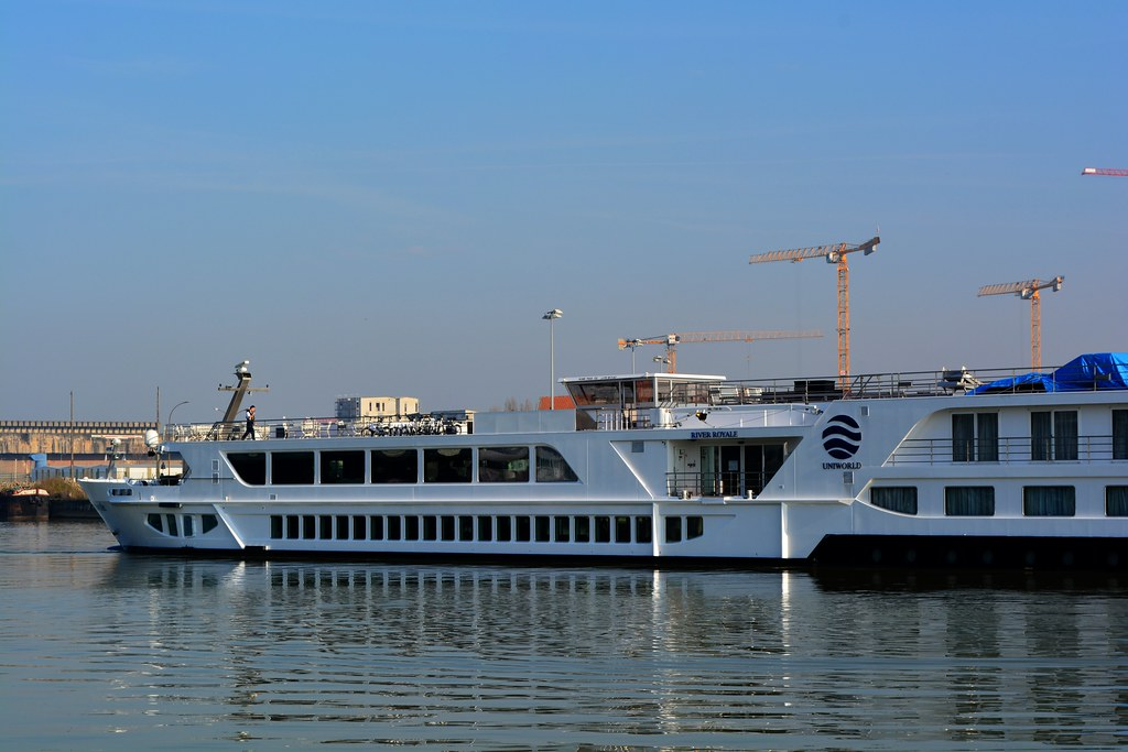 Uniworld River Boutique Ship RIVER ROYALE - Bassins à flot, Bordeaux, 11 mars 2015