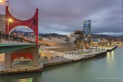 Guggenheim (PITUSA 2) Tags: rio atardecer edificio ciudad paisaje bilbao cielo nubes guggenheim urbano nublado museo paisvasco encendidas antorchas anocheciedo pitusa2 elsabustomagdalena