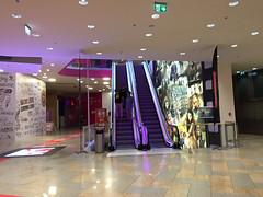 Plus City (austrianpsycho) Tags: building hollywoodmegaplex shopping einkaufszentrum gebude kino megaplex pasching pluscity rolltreppe escalator