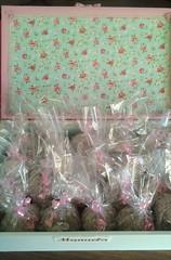 caixa maternidade-floral para lebrancinha (Eliza de Castro) Tags: caixa maternidade lembrnacinhanascimento caixacomlembrancinha ovelhinha elo7