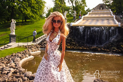 Peterhof (astramaore) Tags: summer public fountain sunglasses toy necklace doll tan petersburg going blonde 16 sunkissed tanned eugenia peterhof dollphotography integritytoys astramaore
