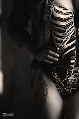 Garazi 2.0. - 25 (Gorka Goitia) Tags: light luz canon body framing tatoo tatu tatuaje duotono encuadre luznatural luzlateral parcial planodetalle canoneos5dmarkii luzambiental ef70200mmf28lisiiusm