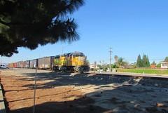 UP 1374 North (vcrailfan1999) Tags: up train trains unionpacific camarillo railfan geep uprr railfanning gp402 1374 santabarbarasub up1374
