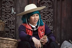 Portrait with straw Hat (_agnes_l) Tags: china canon asia candid streetphotography streetlife tribes dslr nocrop chine streetportraits streetphotocolor streetphotocolour