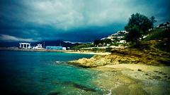Roses (Miguel Puma) Tags: españa color primavera azul digital europa abril playa árbol nublado fotografia pm sombras tarde cataluña ola gerona espuma brillo airelibre marmediterráneo cieloazul visibilidad altocontraste entorno cubierto erosiónenplaya