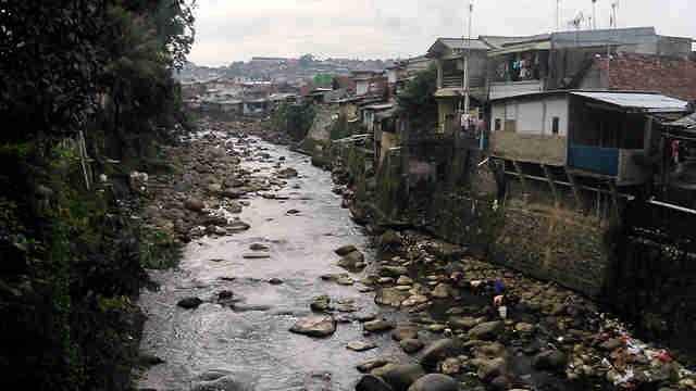 Pencemaran sungai di Bogor