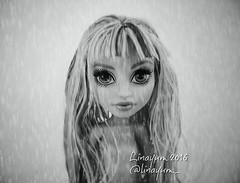 Rain in my heart (Linayum) Tags: twyla mh monsterhigh monster mattel doll dolls mueca muecas monochrome bn toy toys juguete linayum