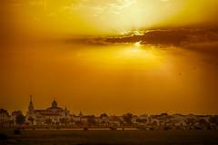 Amanecer en el Rocio (G de Tena) Tags: sol maana amanecer nubes aldea elrocio