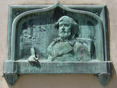 Things I see while riding my bike around Paris 701 (Rick Tulka) Tags: paris architecture building basrelief flixarvers poet