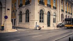 Livraison urgente... (Gilderic Photography) Tags: lisbonne portugal working delivery livraison lisbon lisboa street rue city ville canon 500d gilderic