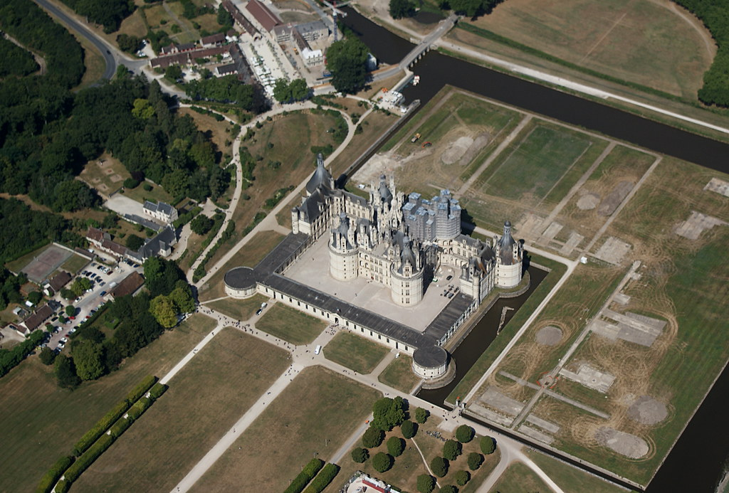 Chateaux Tour No 6 - Disney-like and magnificent Chambord