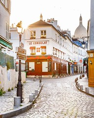 Early Morning in Montmartre (Loc Lagarde) Tags: instagramapp square squareformat iphoneography uploaded:by=instagram