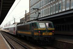 2153 (yann.train) Tags: train belgique gare bruxelles railway locomotive alstom lectrique bruxellesmidi sncb 2153 hle21 srie21