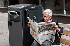 Today's News (Silver Machine) Tags: bath somerset streetphotography street streetportrait candid sitting reading newspaper news bench litterbin oldman fujifilm fujifilmxt10 fujinonxf35mmf2rwr