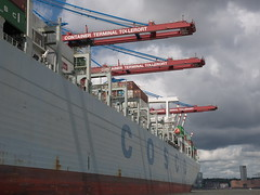 P1060064 (lychee_vanilla) Tags: port harbour hamburg hh hafen elbe hanse hansestadt maritim